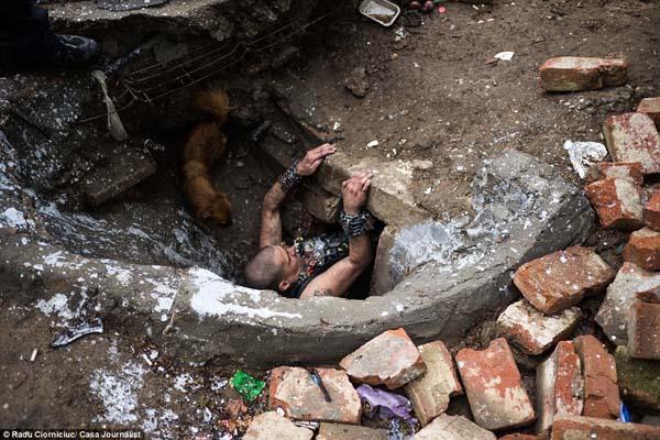 sewer-children4