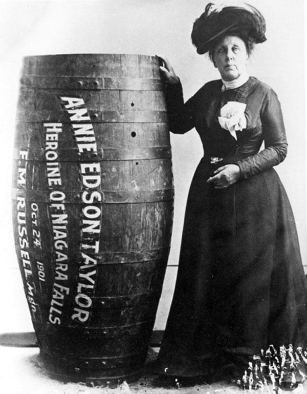 10-Annie-Edison-Taylor-the-first-person-to-survive-going-over-Niagara-Falls-in-a-barrel-1901