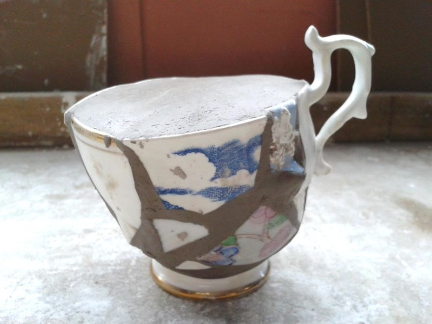 Ceramicist-Break-up-and-re-build-pottery-made-from-pieces-from-charity-shops.-4__880